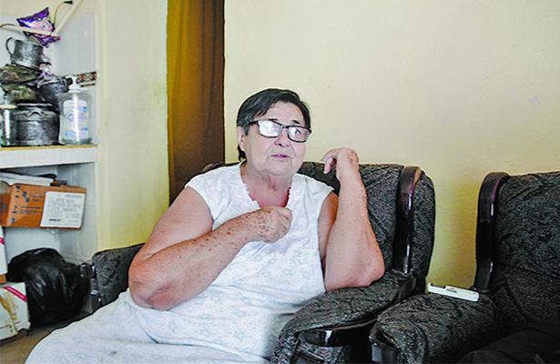Mujer desesperada pide ayuda para su hermano enfermo