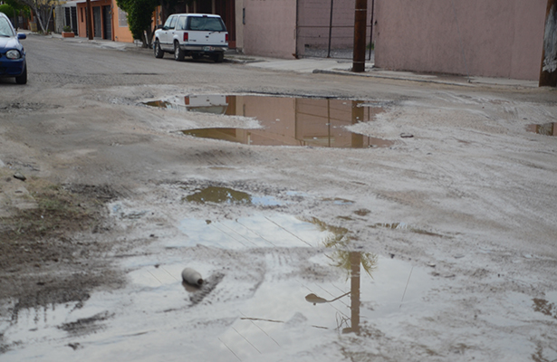 Lluvias provocan daños en la vía pública