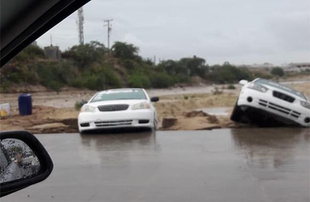 [Video] Fuertes lluvias provocan apagones de luz en Los Cabos