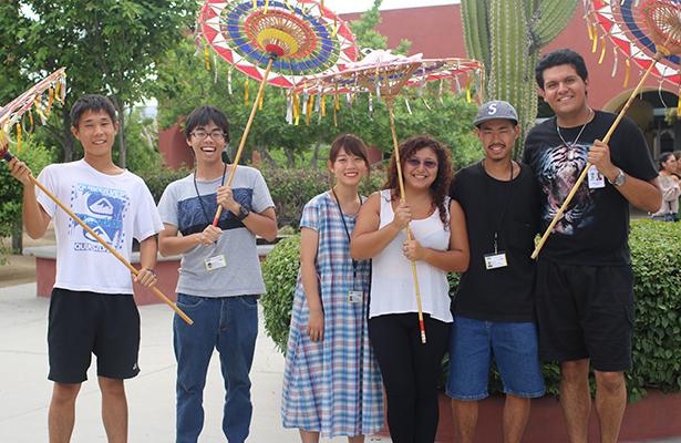 Estudiantes japoneses se sienten como en casa en La Paz