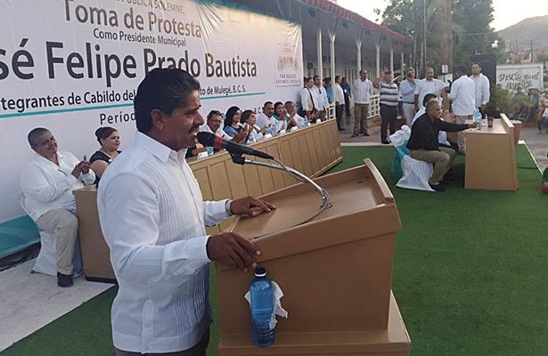 Felipe Prado toma protesta como alcalde de Mulegé