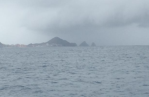 Restringen la navegación por intensos vientos en San Lucas