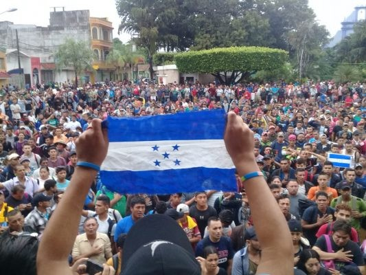 La Caravana de migrantes centroamericanos ya está a un kilómetro de México