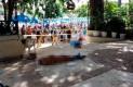 Turistas descansan junto a cadáveres de dos hombres asesinados en Caleta