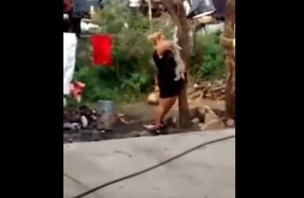 [Video] #LadyMataperros ahorca a un perro e indigna las redes
