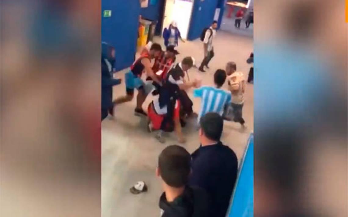 [Video] Hinchas argentinos propinan severa golpiza a dos aficionados croatas