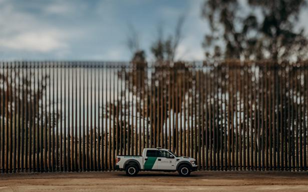 Trump firma orden para desplegar Guardia Nacional en la frontera con México