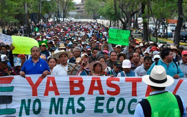 Frente a Los Pinos, manifestantes rechazan construcción de Tren Interurbano México-Toluca