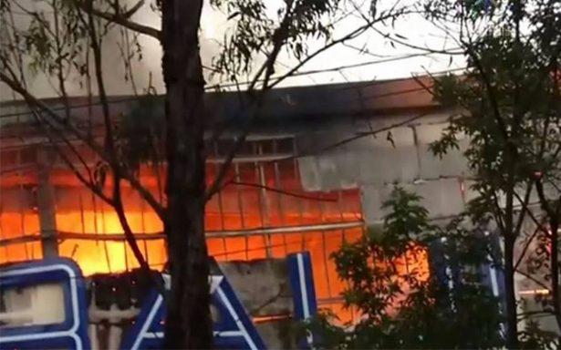 Controlan incendio en Chedraui de la Gustavo A. Madero