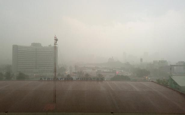 Lluvia con granizo sorprende a la Ciudad de México