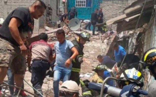 Revisan viviendas aledañas a la explosión en inmueble de Iztacalco