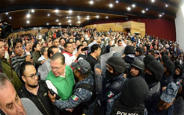 Accidentado arranque de congresos locales