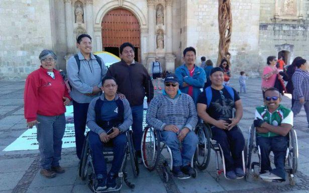 Paralímpicos de Oaxaca protestan contra el gobierno por incumplimiento de pago de becas