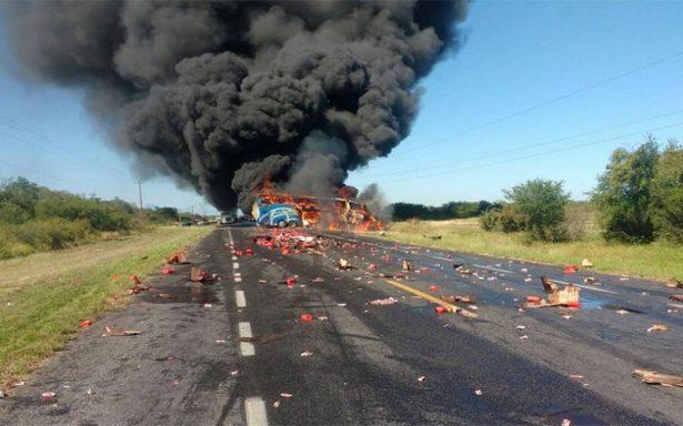 Al menos dos muertos en accidente entre pipa y autobús de pasajeros en Tamaulipas