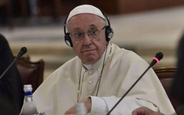 """López Obrador invita formalmente al Papa a foros de paz por su """"calidad moral"""""""