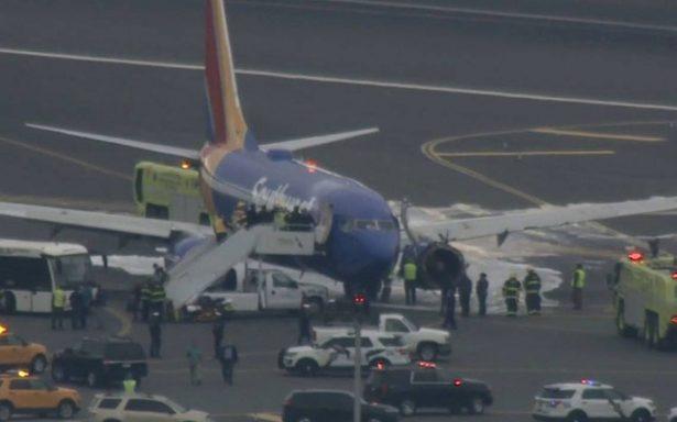 Muere pasajero tras aterrizaje de emergencia de avión en Filadelfia