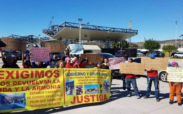 Se manifiestan vecinos afectados por derrumbe en Tijuana
