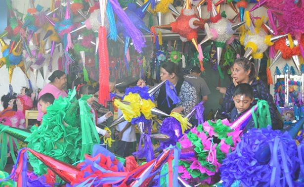 Artesanos de Irapuato decoran diciembre con sus piñatas
