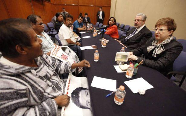 Padres de los 43 de Ayotzinapa encaran a magistrados de Suprema Corte
