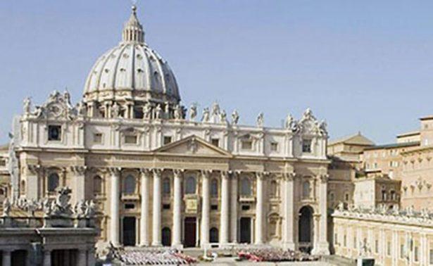 Vaticano arresta a sacerdote acusado de poseer pornografía infantil