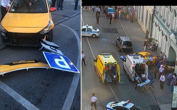Taxista asegura que confundió pedales al atropellar a aficionados mexicanos en Moscú