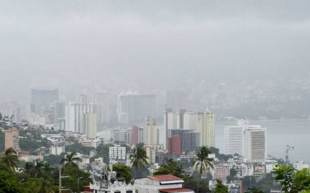 Suspenden clases en Acapulco por huracán Max