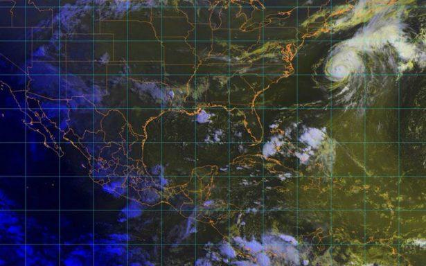 Chris se fortalece a huracán categoría 2, avanza por aguas abiertas del Atlántico