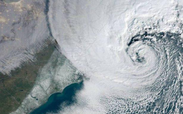 Ciclón invernal causa apagones y cancelación de miles de vuelos en EU