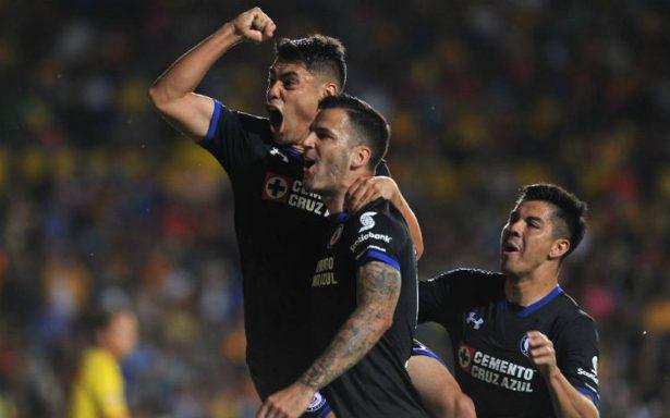 Amor por el futbol: seguidora de Cruz Azul vende besos para ir a verlos jugar