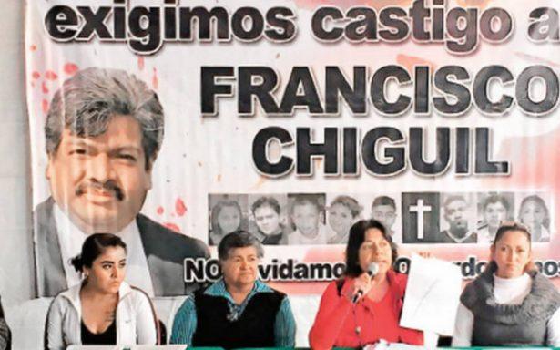 Piden renuncia a Chíguil, familiares de la tragedia en la discoteca New's Divine