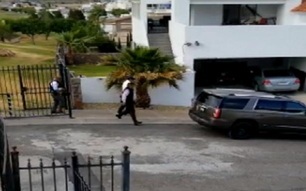 Escoltas resguardan a Javier Corral tras ataque a estatales