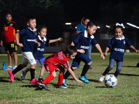 Pachuca contra el Arsenal en futbol Infantil