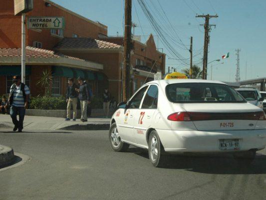 Acumulan quejas de taxistas