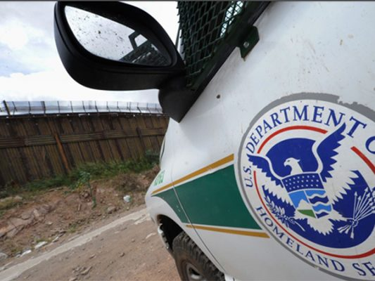Lanzan rocas desde San Luis a agentes de Patrulla Fronteriza de SLAZ