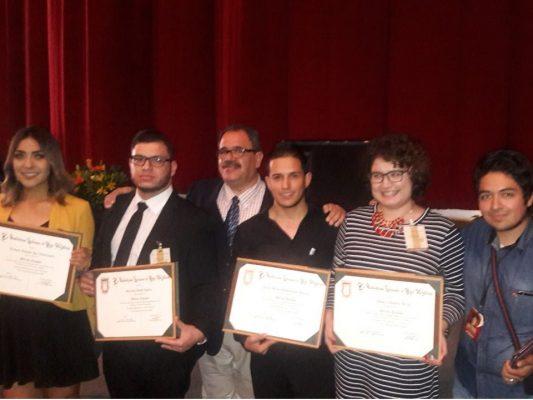 Ex alumnos del COBACH-San Luis reciben reconocimiento de la UABC