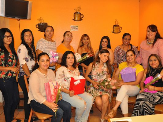 Organizan emotivo evento para Mamás