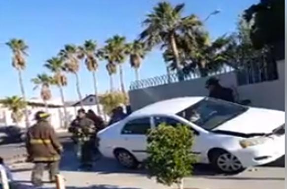 Mujer de 72 años provoca choque en la Línea