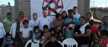 Visitan a familias de la colonia Topahue