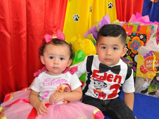 Festeja a los hermanitos Edelyn y Eden Avitia
