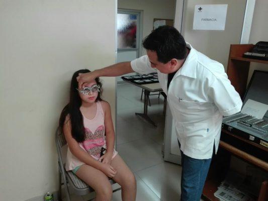 Brinda Cruz Roja exámenes de la vista