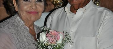 Cumplen Jesús y Rosa 50 años de casados