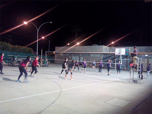 """Califica """"Divas"""" en torneo de voleibol"""