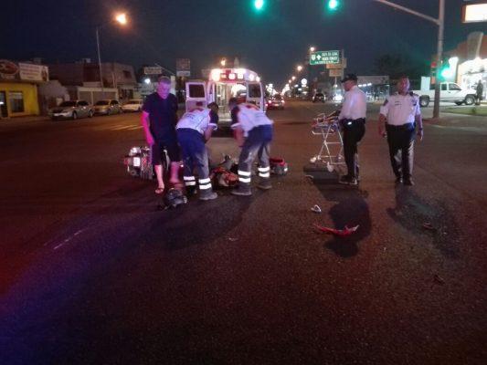 Motociclista lesionado al chocar en transitado crucero