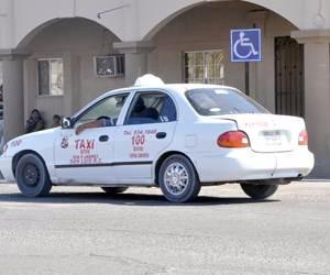 """Respalda comandante """"luz de alarma"""" en taxis"""