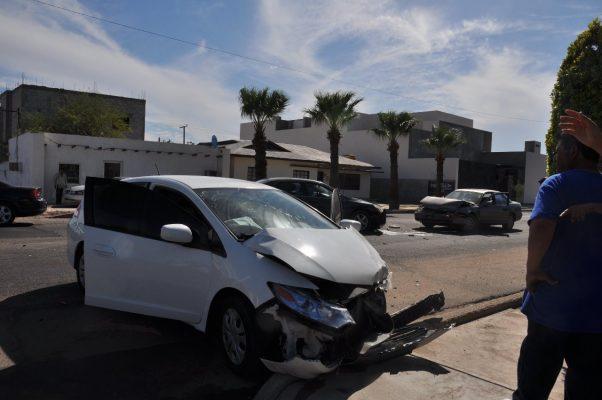 Chocan tres autos en la Madero