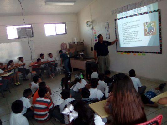 Participan alumnos en semana de protección civil
