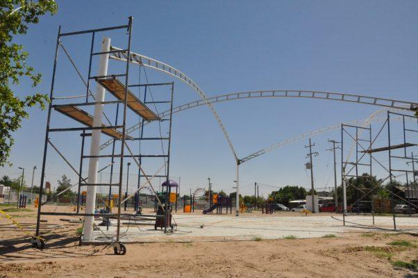 """Inician instalación de tijerales en el parque """"Ricardo González Lobo"""""""