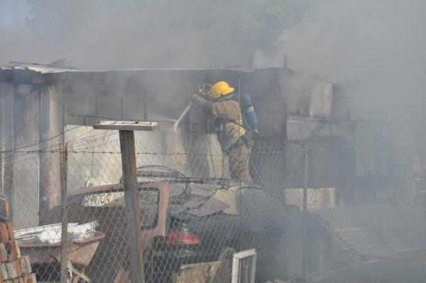 Destruye incendio una vivienda