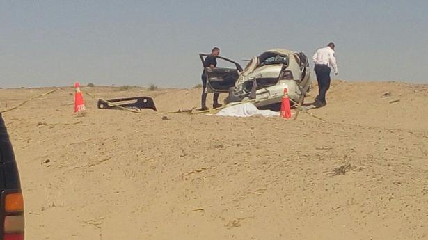 Un muerto y dos heridos al volcar vehículo en la carretera a Puerto Peñasco