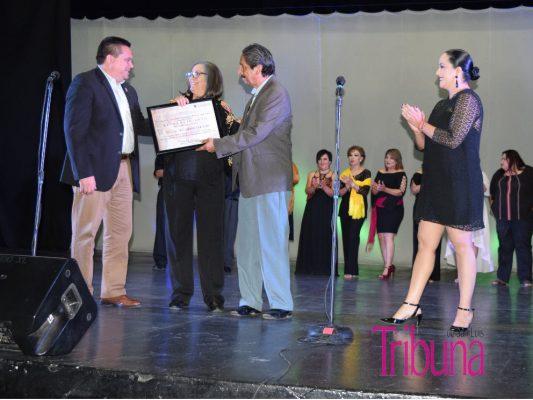 Reconocieron trayectoria de Alicia Hinojosa